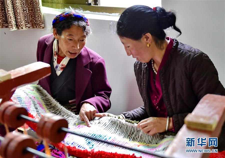 (决战决胜脱贫攻坚·图文互动)(7)机杼奏响致富路——西藏108岁老人索朗卓玛一家三代人脱贫记