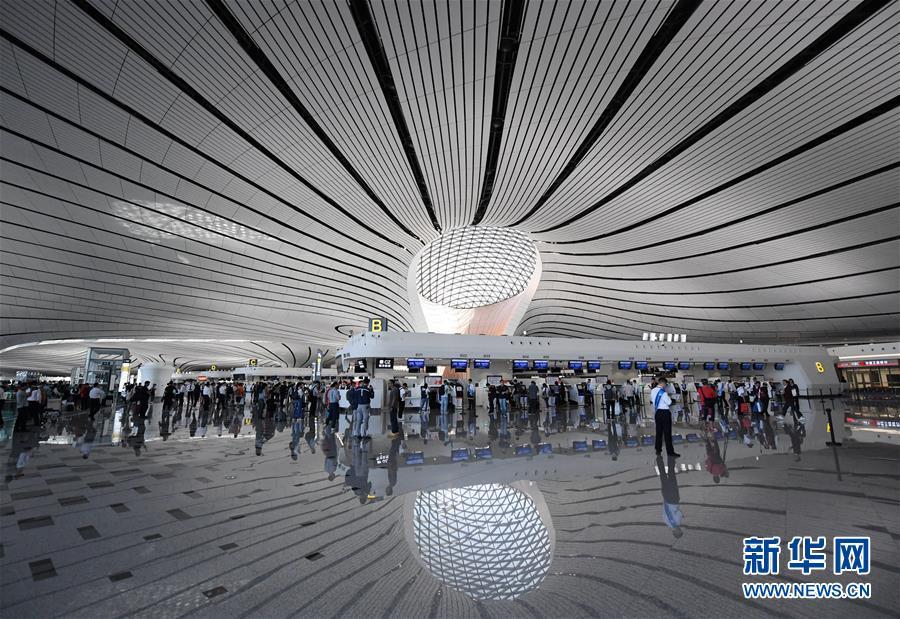 """(新华全媒头条·图文互动)(6)""""凤""""舞东方起宏图——写在北京大兴国际机场投运之际"""