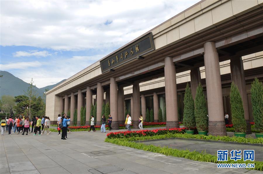 (新华全媒头条·图文互动)(3)中国道路越走越宽广——社会主义中国实践启示录