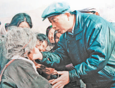 西藏原阿里地委书记孔繁森——耿耿忠心照雪山