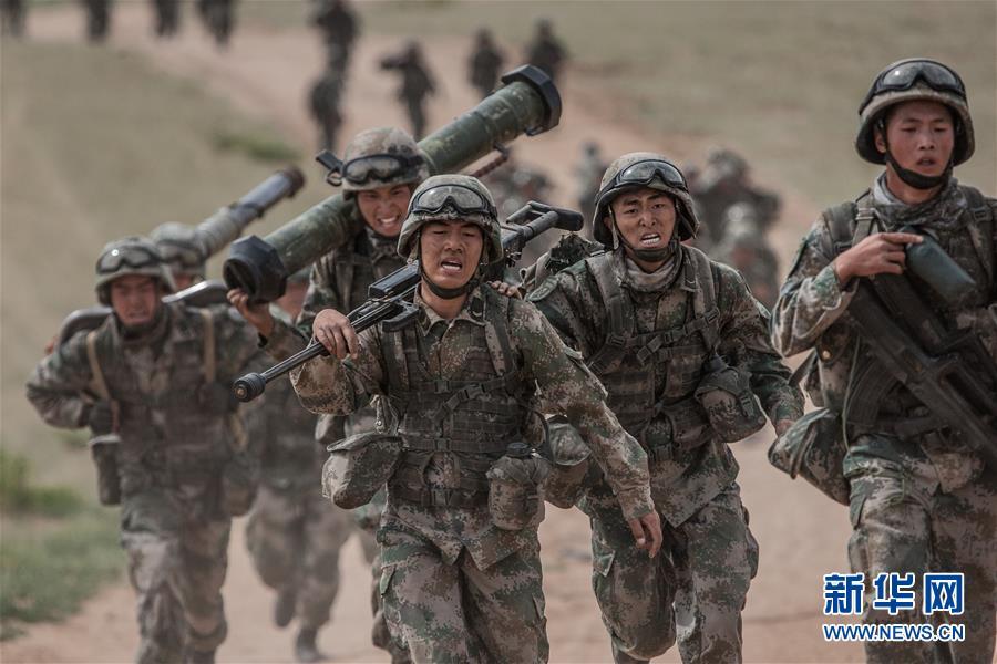 (新华全媒头条·图文互动)(13)沿着中国特色强军之路阔步前进——党中央、中央军委领导推进国防和军队建设70年纪实