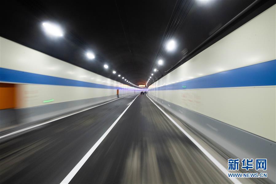 (图文互动)(2)(社会)千里沅江第一条过江隧道建成通车