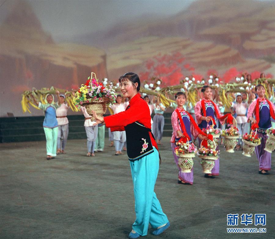 (壯麗70年·奮鬥新時代——共和國榮光·圖文互動)(2)郭蘭英:永遠為人民歌唱