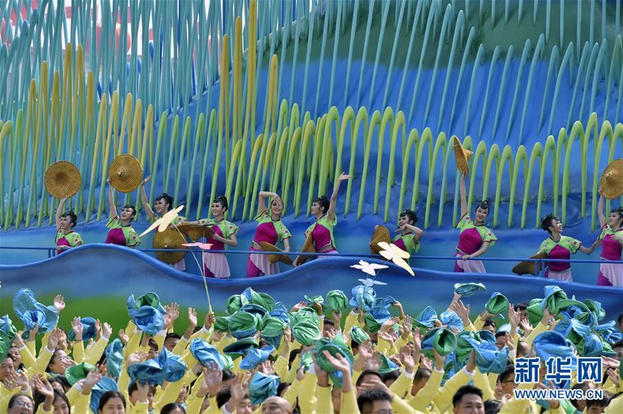 (新華全媒頭條·圖文互動)(12)凝聚愛國主義的磅薄力量!——新中國成立70周年盛典啟示錄