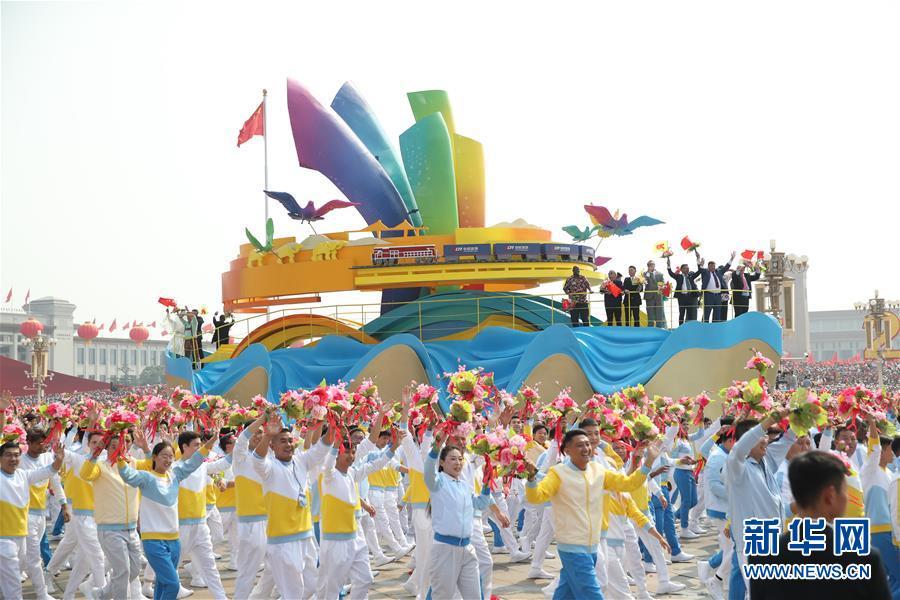 (新華全媒頭條·圖文互動)(13)凝聚愛國主義的磅薄力量!——新中國成立70周年盛典啟示錄