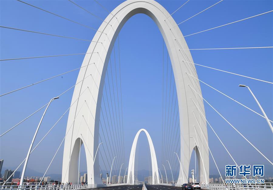 (新華全媒頭條·圖文互動)(21)凝聚愛國主義的磅薄力量!——新中國成立70周年盛典啟示錄