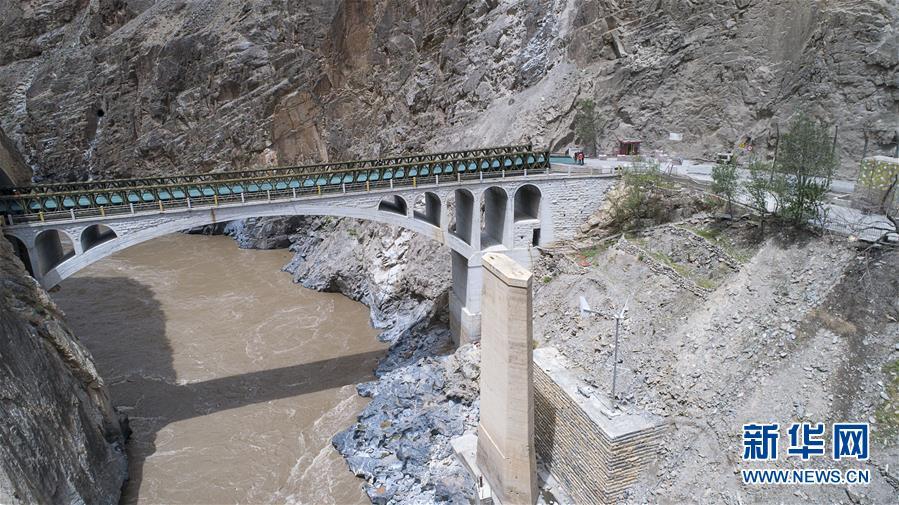 (新华全媒头条・图文互动)(1)没有终结的寻找――追寻川藏公路上的一位无名烈士