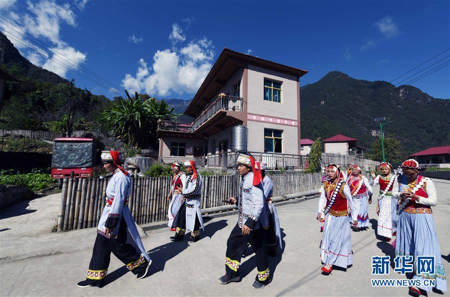 (社会)(1)云南福贡:干布村傈僳族群众的新生活