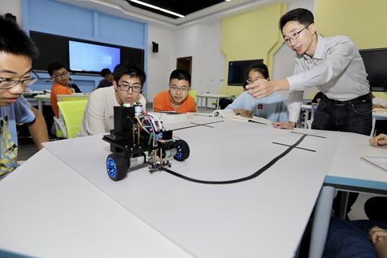 """天津大学""""新工科""""课堂:多方面做""""吃螃蟹的人"""""""