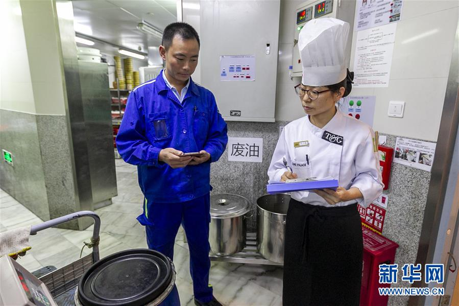 """(新華全媒頭條·圖文互動)(1)上海:""""三只桶""""裏看變化"""