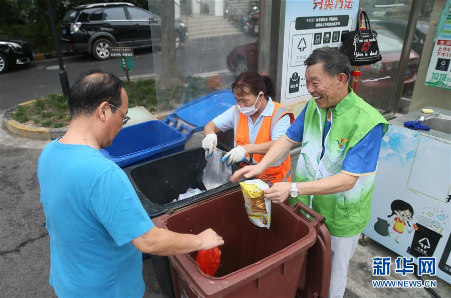 """(新華全媒頭條·圖文互動)(6)上海:""""三只桶""""裏看變化"""