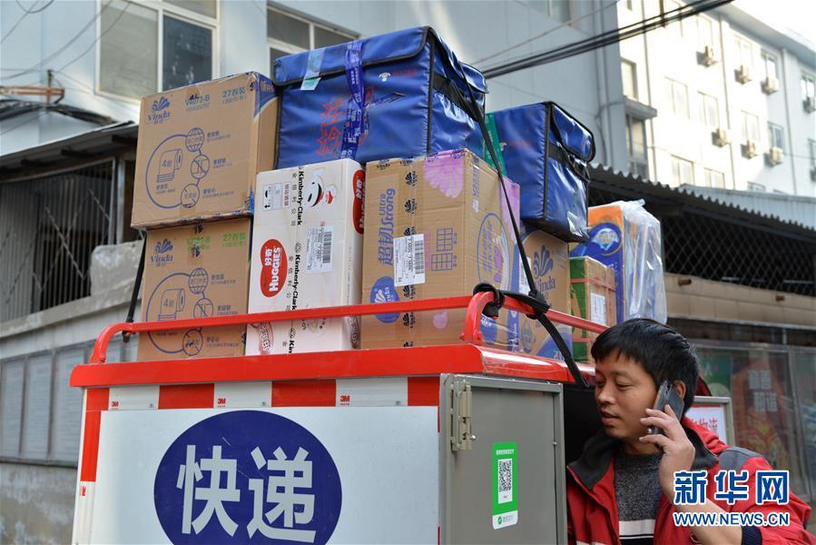 """(新華全媒頭條·圖文互動)(2)""""雙11""""11年:中國邁向消費大國的鮮明印記"""