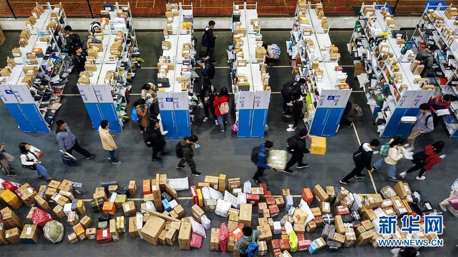 """(新華全媒頭條·圖文互動)(5)""""雙11""""11年:中國邁向消費大國的鮮明印記"""