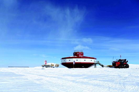 """利用风能和太阳能 南极科考有了""""充电宝"""",设计者却没能看到……"""