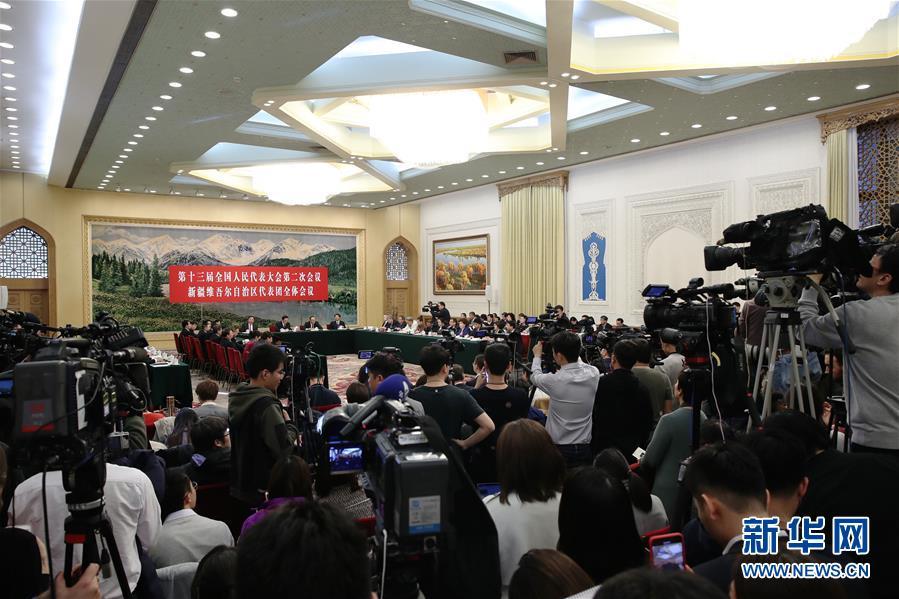 (两会)新疆代表团全体会议向媒体开放