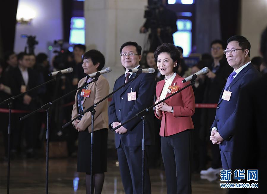 (新华全媒头条·图文互动)(8)2019——春天里的中国两会故事