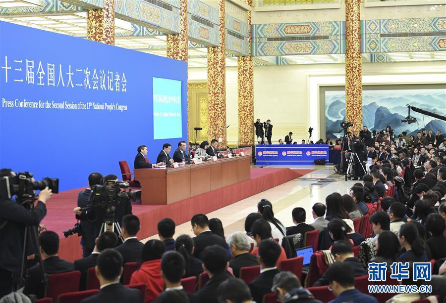 (两会)(4)李克强总理会见采访全国两会的中外记者并回答提问