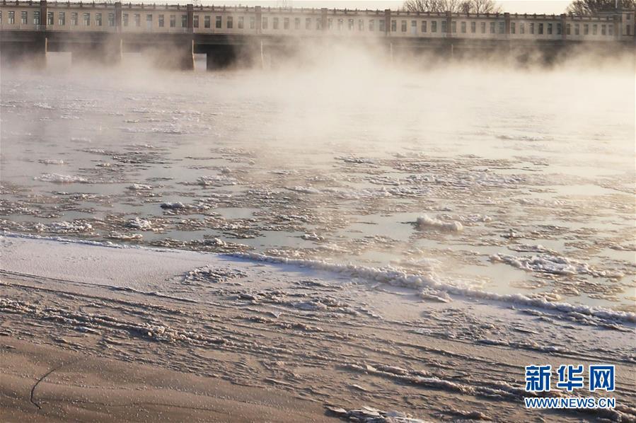"""(環境)(1)黃河三盛公水利樞紐庫區出現""""水煮黃河""""景觀"""