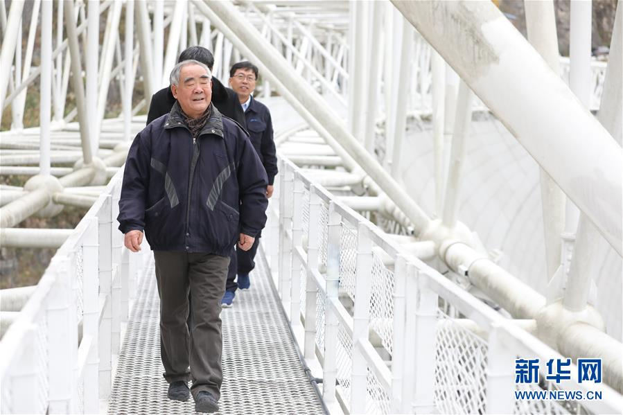 """(新华全媒头条·图文互动)(15)星辰大海,才是它的征途——""""中国天眼""""通过国家验收正式开放运行"""