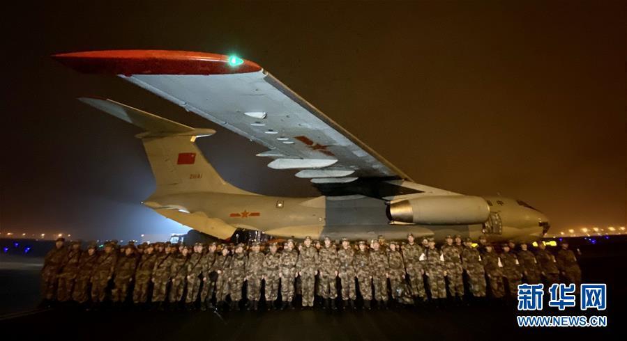 解放军支援湖北医疗队抵达武汉