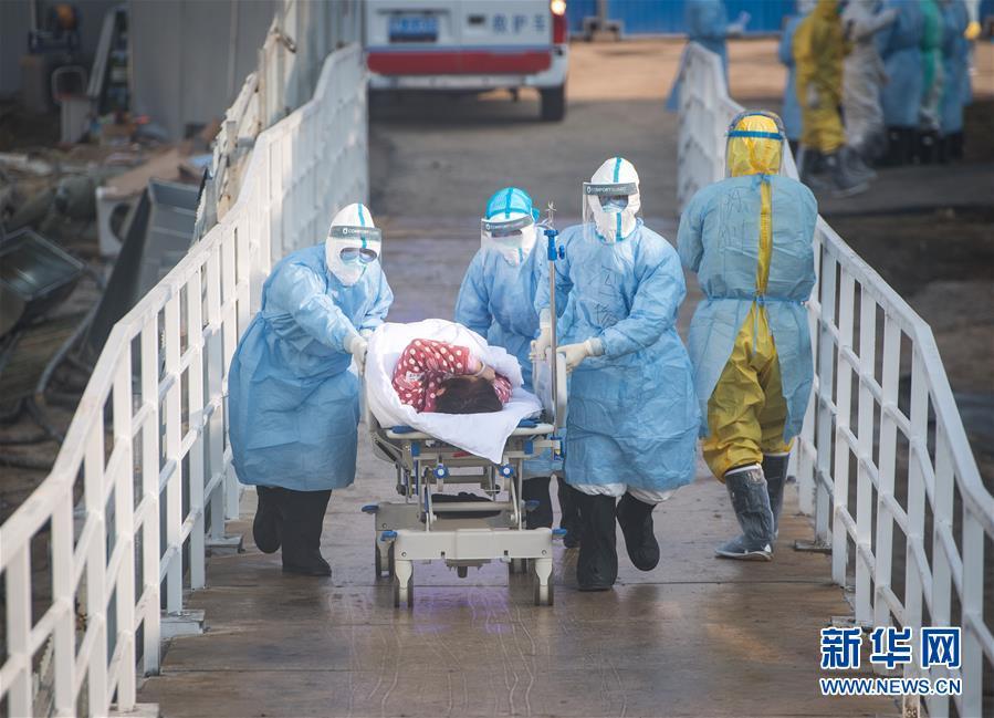 (聚焦疫情防控)(2)武汉火神山医院开始收治新型冠状病毒感染的肺炎确诊患者