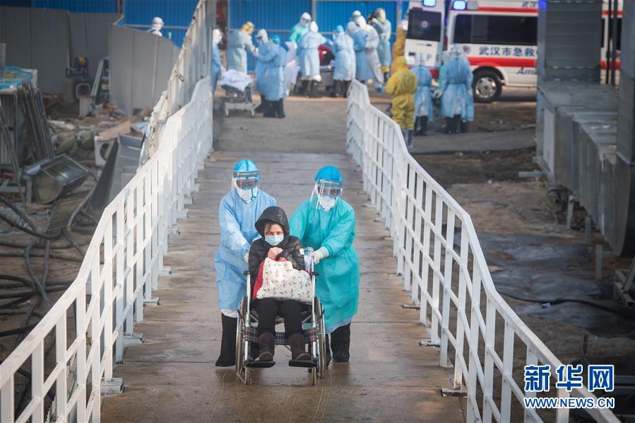 (聚焦疫情防控)(3)武汉火神山医院开始收治新型冠状病毒感染的肺炎确诊患者