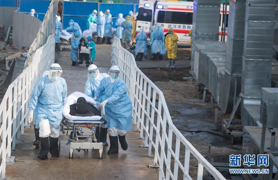 (聚焦疫情防控)(4)武汉火神山医院开始收治新型冠状病毒感染的肺炎确诊患者