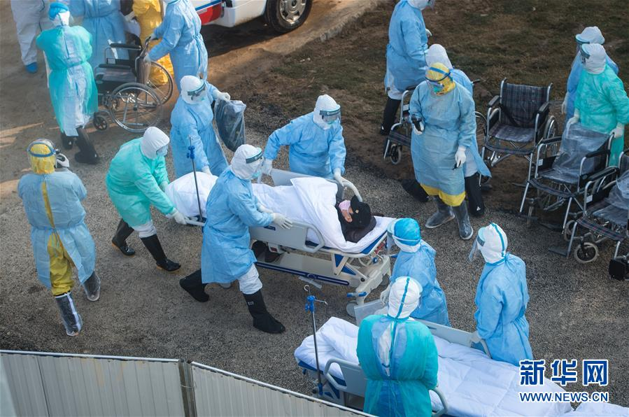 (聚焦疫情防控)(5)武汉火神山医院开始收治新型冠状病毒感染的肺炎确诊患者