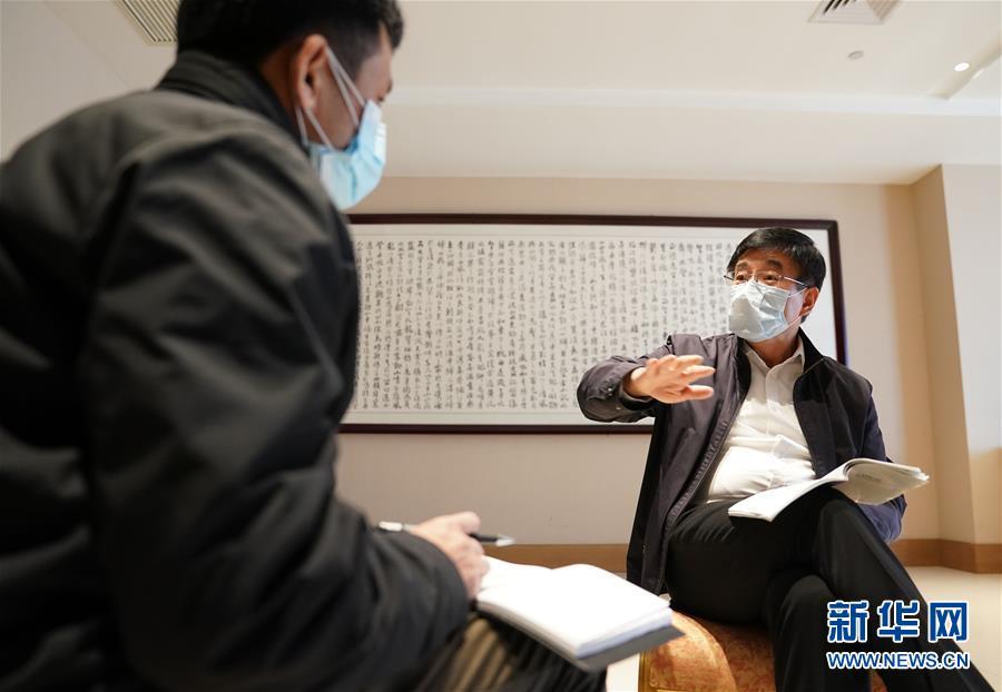 (新华全媒头条·图文互动)(1)关键时期的关键之举——中国工程院副院长、呼吸与危重症医学专家王辰回应武汉疫情防控焦点问题