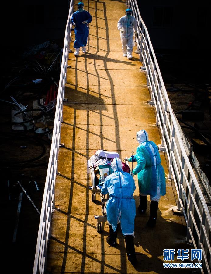 (新華全媒頭條·圖文互動) (6)做好疫情防護 統籌抓好改革發展穩定各項工作——堅決打贏疫情防控阻擊戰系列述評之四