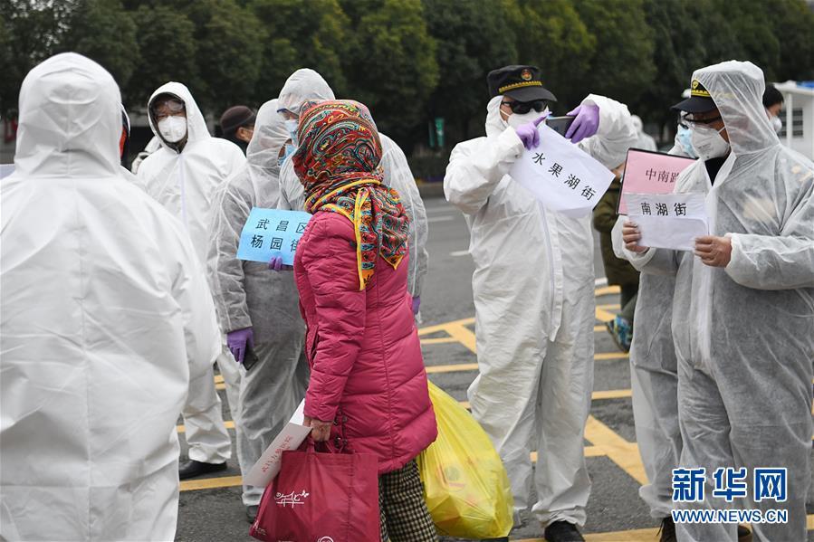 (聚焦疫情防控)(1)武昌方艙醫院首批新冠肺炎患者出院