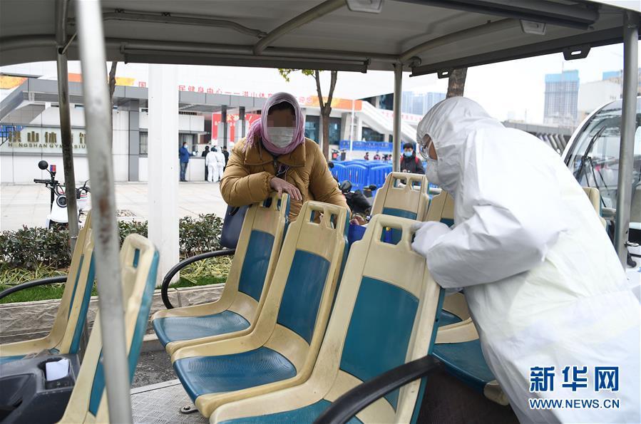 (聚焦疫情防控)(3)武昌方艙醫院首批新冠肺炎患者出院