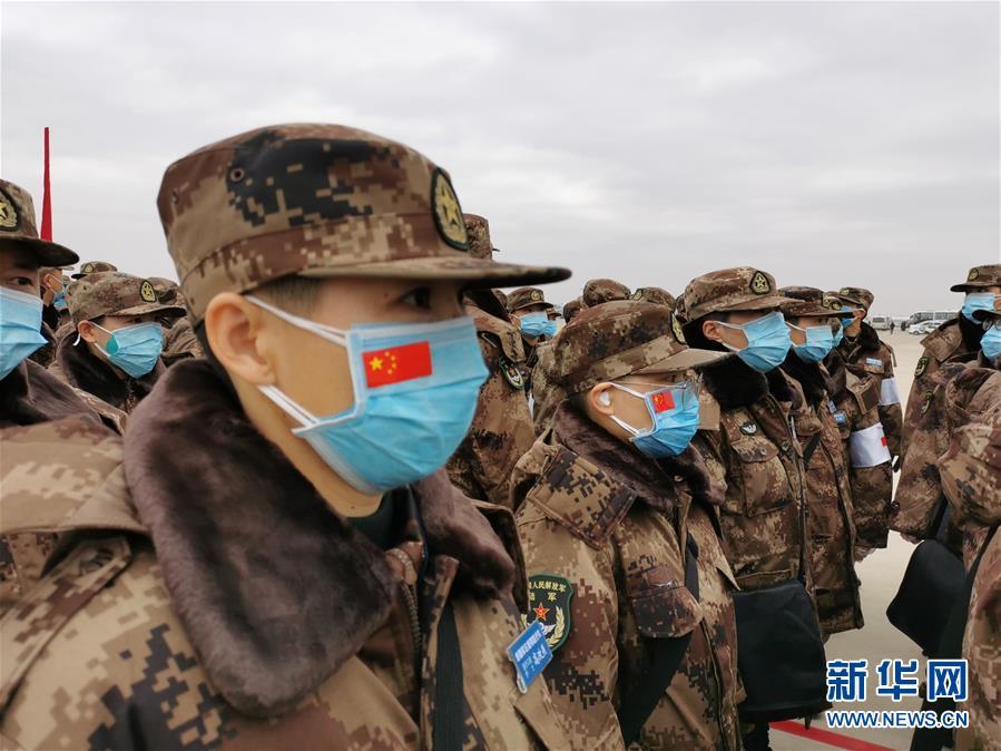 (聚焦疫情防控·图文互动)(3)空军出动3型11架运输机多地同步向武汉空运医疗队员