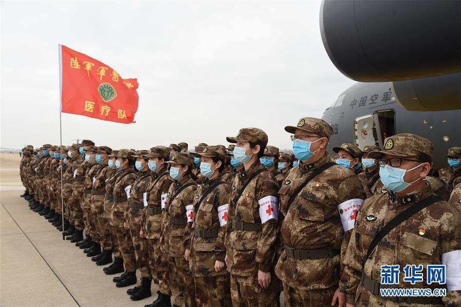 (聚焦疫情防控·图文互动)(7)空军出动3型11架运输机多地同步向武汉空运医疗队员