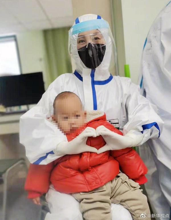 泪目后的欣喜!1岁重型新冠肺炎宝宝康复出院!