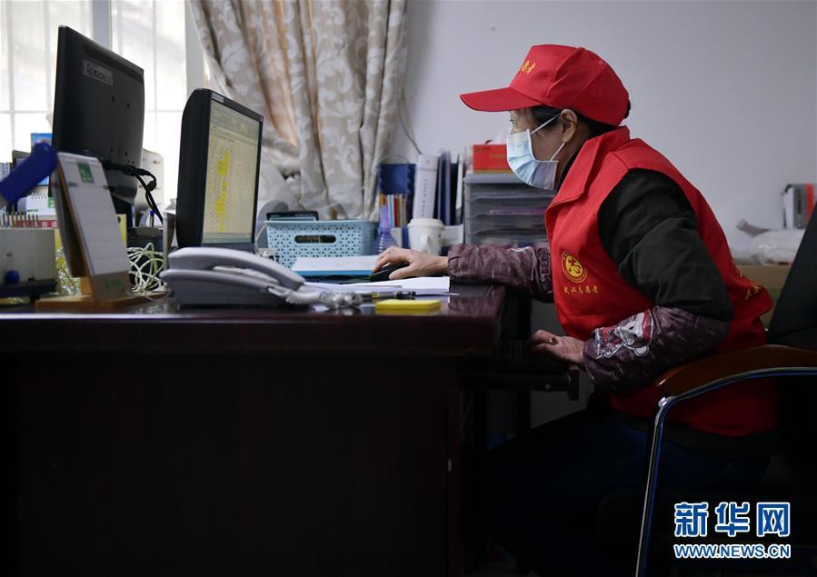 """(一線抗疫群英譜·圖文互動)(5)""""居民的小事就是我的大事""""—— 武漢一位社區女幹部速寫"""