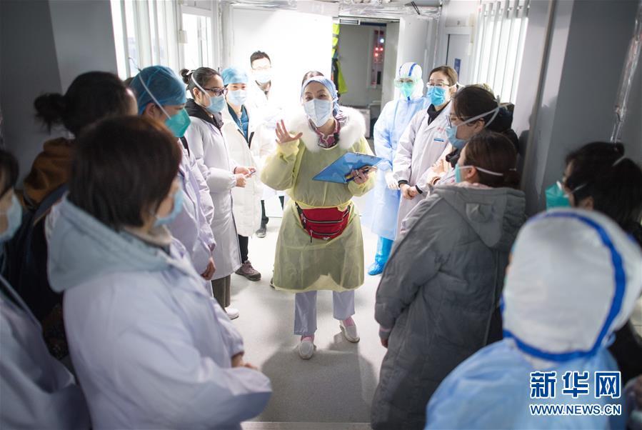 (新華全媒頭條·圖文互動)(6)火線上的中流砥柱——獻給奮戰在抗疫一線的醫務工作者