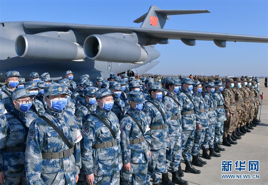 (聚焦疫情防控·圖文互動)(8)空軍第四次向武漢大規模空運醫療隊員和物資
