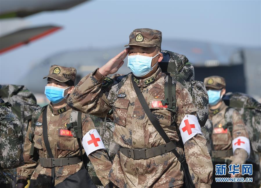 (聚焦疫情防控·圖文互動)(11)空軍第四次向武漢大規模空運醫療隊員和物資
