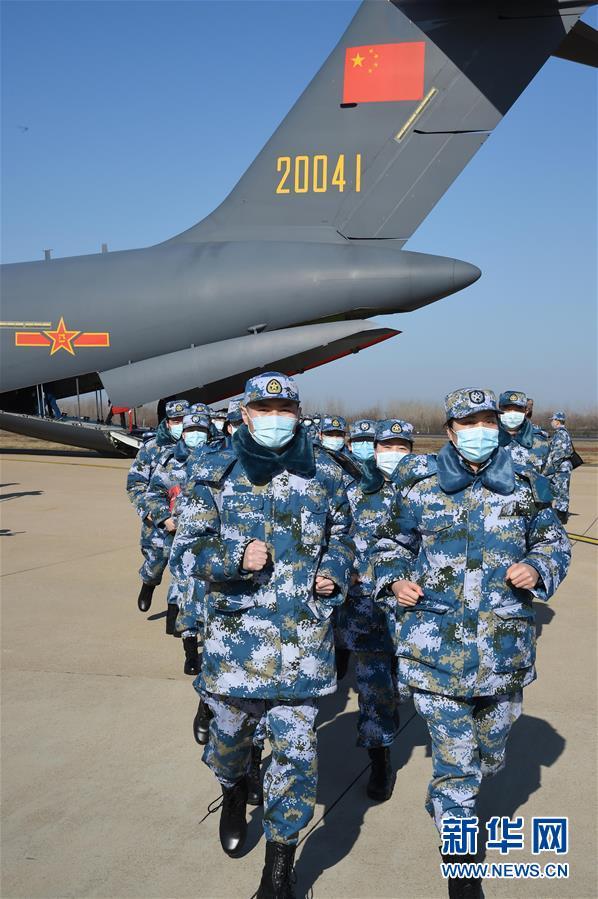 (聚焦疫情防控·圖文互動)(14)空軍第四次向武漢大規模空運醫療隊員和物資