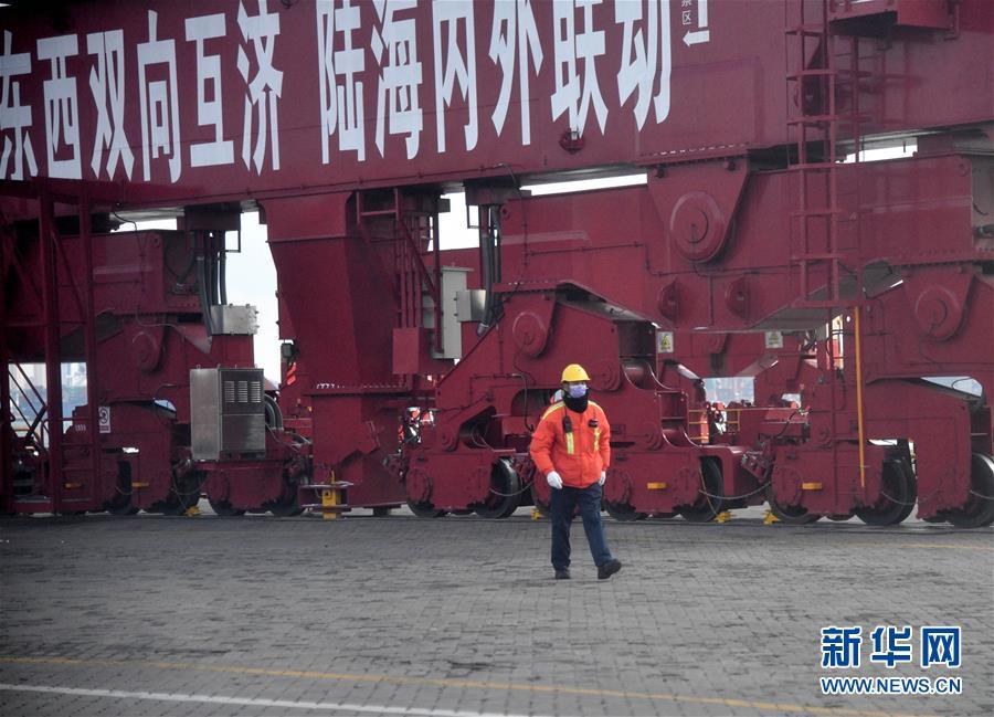 (圖文互動)(1)海港轉運不停歇 整體運能待釋放——沿海主要港口生産見聞