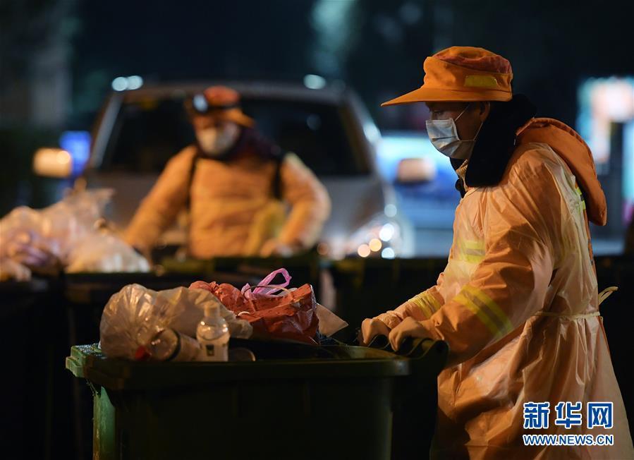(新华全媒头条·图文互动)(9)沧海横流 英雄本色——致敬抗疫一线的勇士们