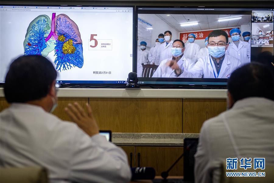 """(圖文互動)(2)雲南抗疫醫生有了""""透視眼"""" 可三維立體看患者肺部"""