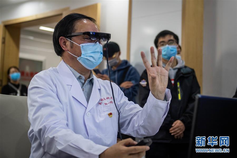 """(圖文互動)(4)雲南抗疫醫生有了""""透視眼"""" 可三維立體看患者肺部"""