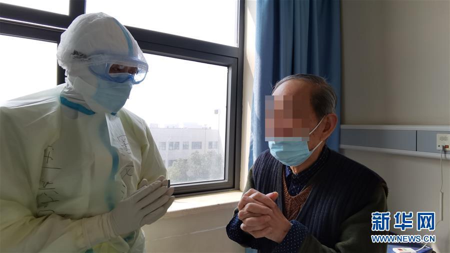 """(聚焦疫情防控·圖文互動)(1)重症醫生王洪亮:""""衝在前,守到底"""""""