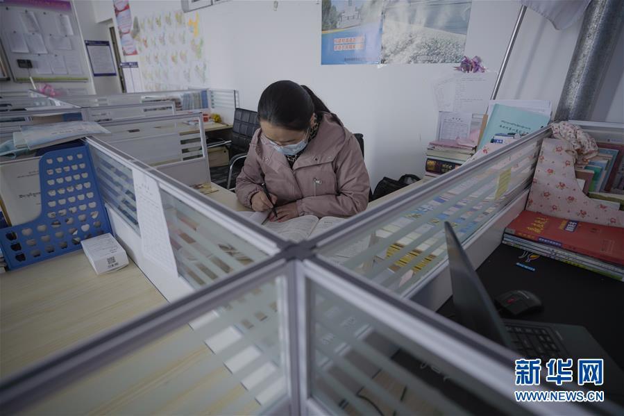 (新华全媒头条·图文互动)(2)春天里的琅琅书声━━部分地方学校开学见闻
