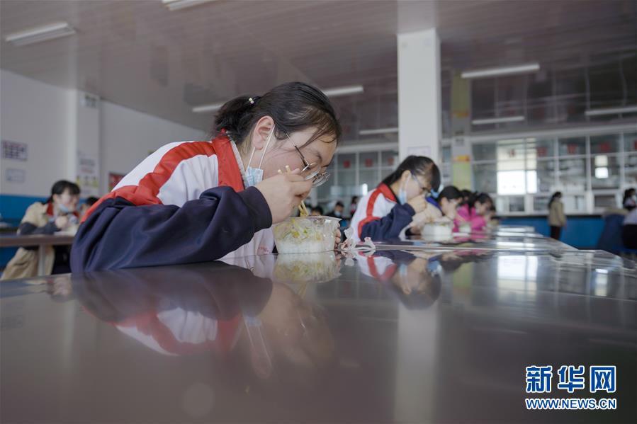 (新华全媒头条·图文互动)(5)春天里的琅琅书声━━部分地方学校开学见闻