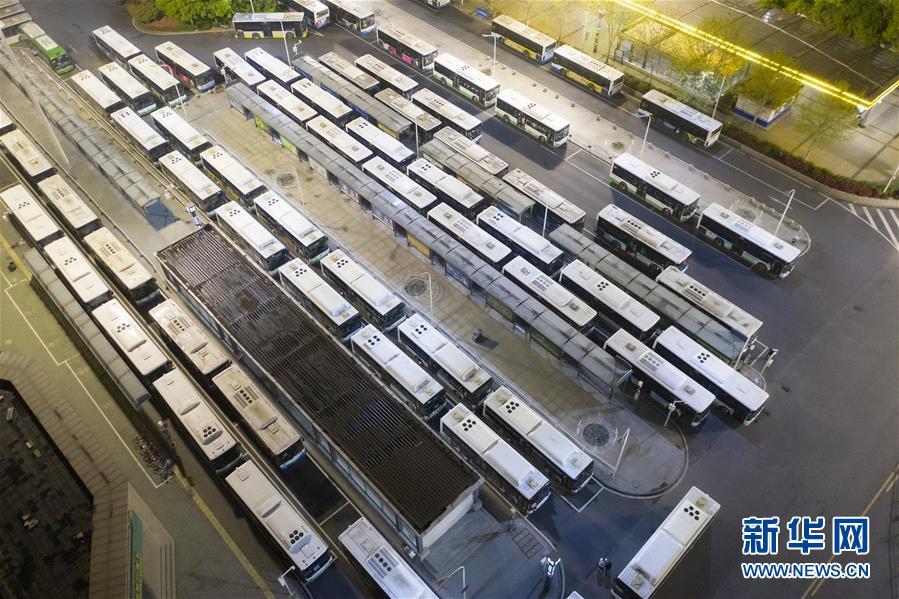 (聚焦疫情防控)(8)武漢市部分公交車恢復開行