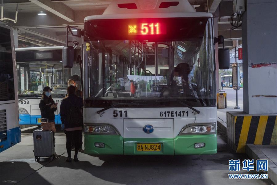 (聚焦疫情防控)(12)武漢市部分公交車恢復開行