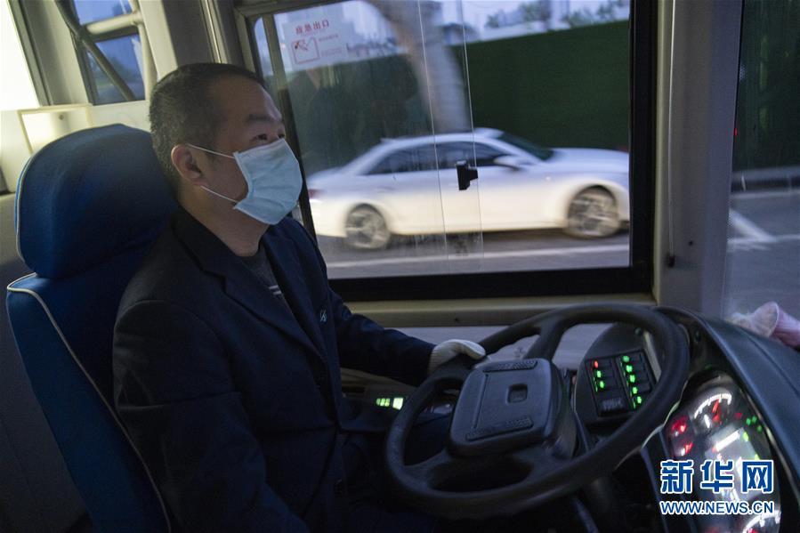 (聚焦疫情防控)(14)武漢市部分公交車恢復開行